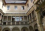 Na zámku v Polici slavnostně zahájili novou sezonu muzea československých letců v RAF a otevřeli novou expozici starých motocyklů.
