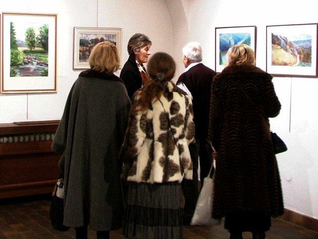 Pohled do výstavní síně Galerie Malovaný dům.