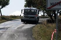 Jednou ze šesti uzavírek, které na řidiče číhají až do konce října, je zavřený úsek mezi obcemi Mastník a Kojetice. Příští úterý přibude ještě zavřená silnice z Police do Vysočan.