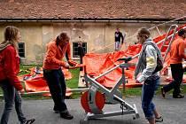 Šlapání na oranžových kolech Nadace ČEZ.