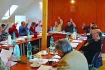 Kdo bude v nadcházejícím volebním období usedat k zastupitelskému stolu v Náměšti nad Oslavou, rozhodnou voliči už za týden, 5. a 6. října.