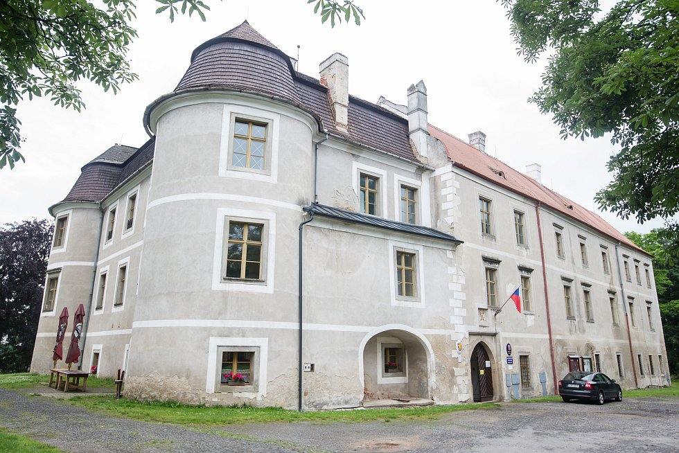 Výstava Waldemara Matušky na zámku v Polici na Třebíčsku.
