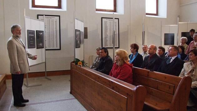 Fotograf a bývalý starosta Třebíče Pavel Heřman zahajuje společnou výstavu s fotografkou Deníku Michaelou Hasíkovou v Třešti.