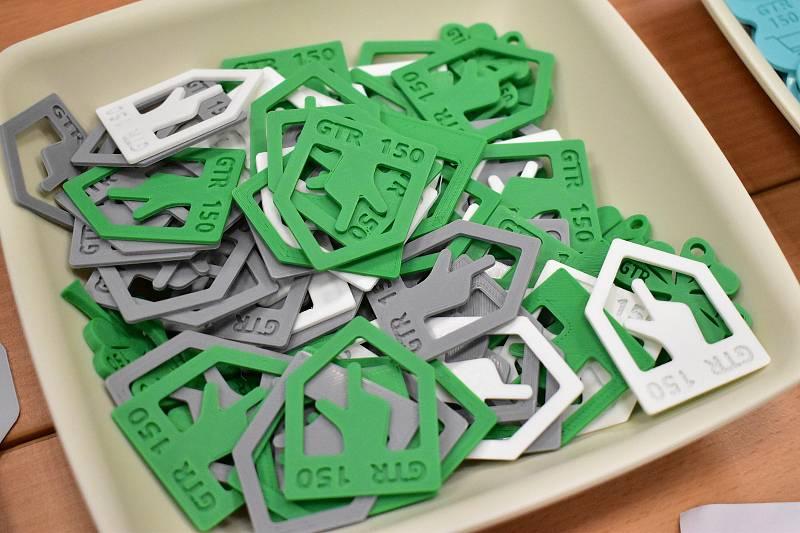 Suvenýry ke 150. výročí vytištěné studenty na 3D tiskárně.