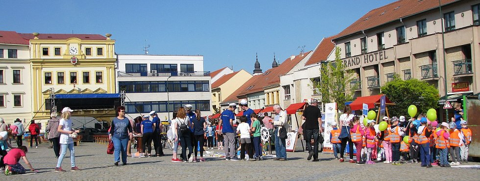 Den Země na Karlově náměstí v Třebíči.