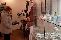 Staré nádobí, kredenc a třeba také letité kuchařské knihy shromáždily organizátorky z Českého svazu žen a městského muzea a uspořádaly z nich výstavu s příznačným názvem Z půdiček našich babiček.