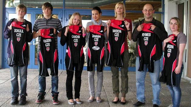 Do hlavní letní sezóny vstupují závodníci oddílu v nových závodních kombinézách černočervené barvy i se znakem města.