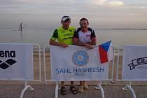 Triatlonisté z Vysočiny Tomáš Bednář a Petr Mejzlík se v Egyptě rozhodně neztratili.