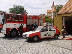Náměští hasiči vypomáhají krajskému záchrannému sboru, který vlastní potřebnou techniku.