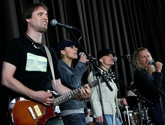 Skupina The Cell zahrála odsouzeným v rapotické věznici.