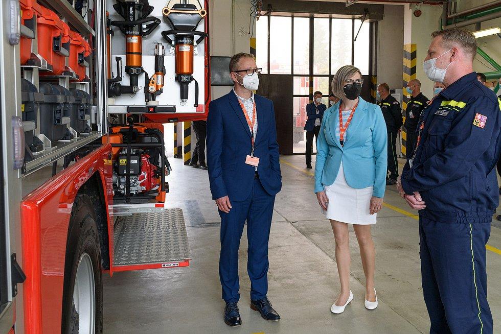 Předání nového zásahového automobilu se zúčastnil i hejtman kraje vysočina Vítězslav Schrek a náměstkyně hejtmana Hana Hajnová.