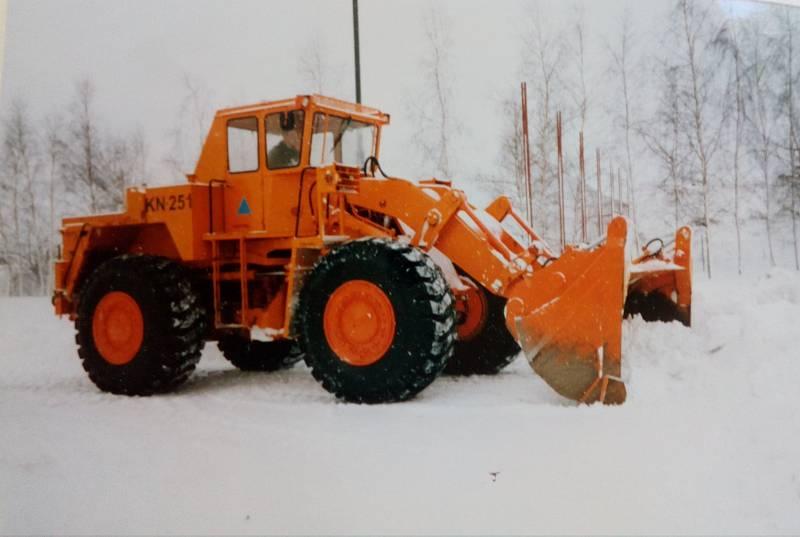 Sníh a silný vítr udělaly před 20 lety nejen z Třebíčska téměř nedostupnou zónu. Na Třebíčsku pomáhala civilní obrana z Bučovic se svými vozidly.
