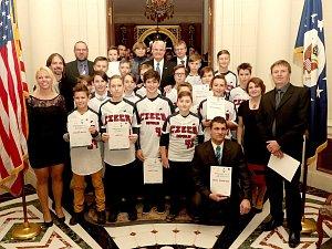 Reprezentační tým žáků ČR s pěticí baseballistů Třebíče Nuclears u nově jmenovaného velvyslance USA Stephena Kinga.