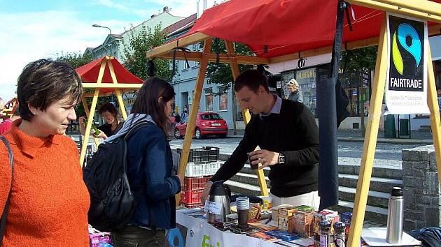 Stánek Společnosti pro Fair Trade je pravidelným účastníkem třebíčského Biojarmarku. Faitradových měst je v současné době  po celém světě 910. Obecně se očekává, že tisící přibude právě letos. Může jím být i Třebíč.