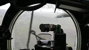 Vrtulníkové stěrače v plném nasazení.