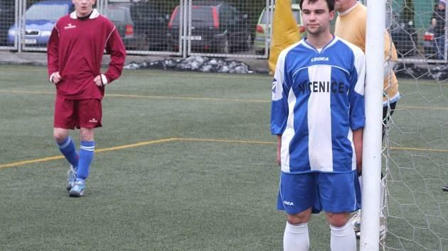 Lepší výkon podali fotbalisté Studence (v červeném) v přípravném zápase proti Hartvíkovicím, které porazili 3:2. Před týdnem stejným výsledkem podlehli Náměšti-Vícenicím B (na snímku) stejným výsledkem.