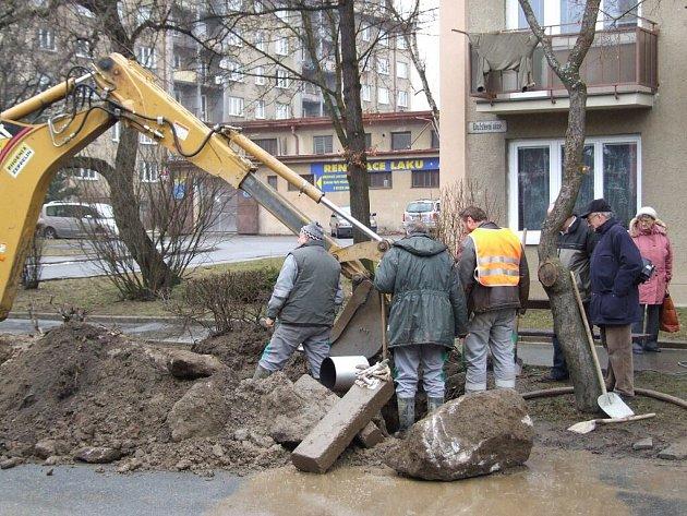 K poruše na vodovodu došlo v časných ranních hodinách ve čtvrti Domky.