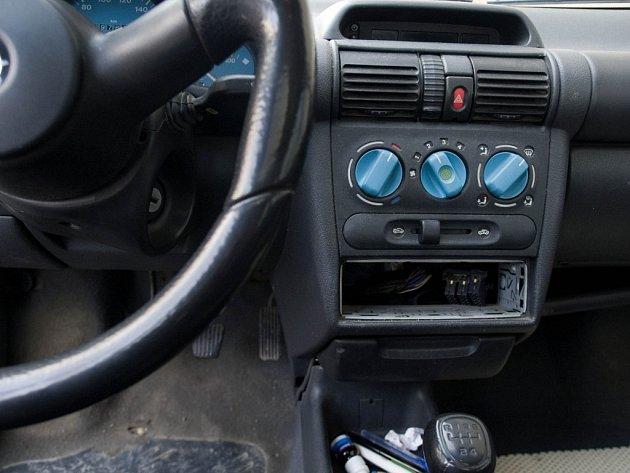 Nejčastější kořistí zlodějů, kteří se zaměřují na vykrádání aut, jsou autorádia. Ani Třebíčsko není v tomto ohledu výjimkou.