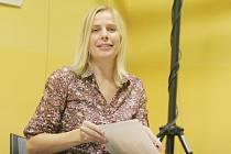 Blanka Fišerová v třebíčské knihovně v pátek četla ze své tvorby a setkala se s lidmi zapojenými do literárního projektu Guerilla Poetring.