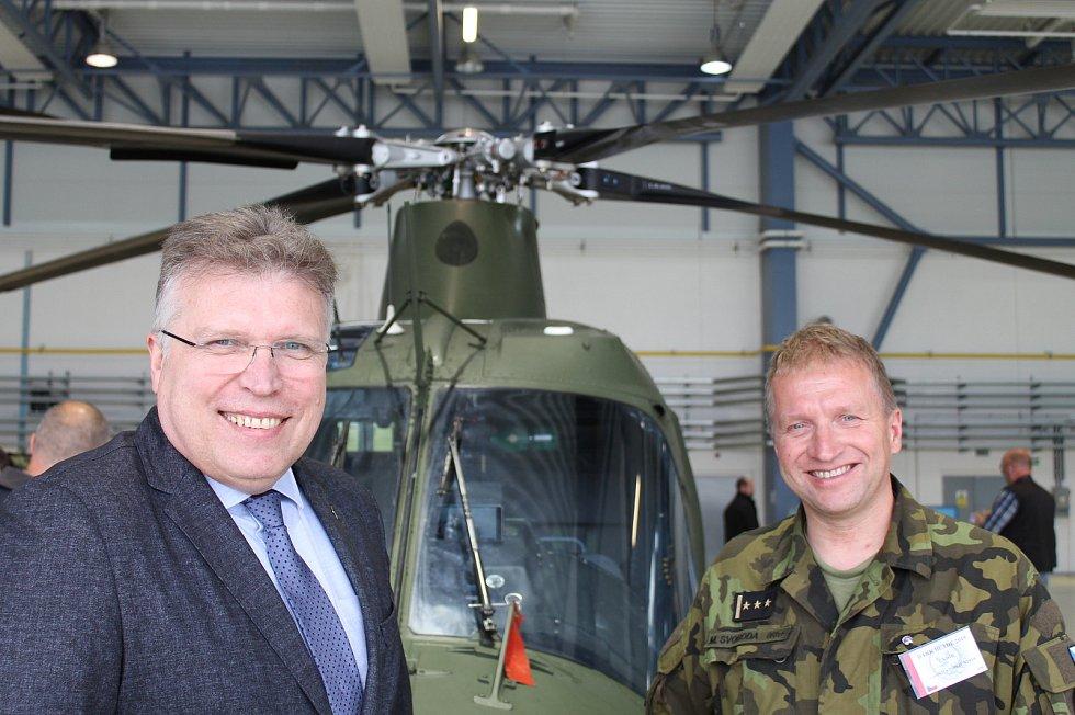 Cvičení Dark Blade 2019. Na snímku je Edvardas Maženkis z Evropské obranné agentury (vlevo) a ředitel cvičení Miroslav Svoboda.