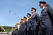 Na Masarykově náměstí v Náměšti nad Oslavou se představila 22. základna letectva ze Sedlece. Přelet armádních vrtulníků, ocenění zasloužilých vojáků i slavnostní předávání velitelství si nenechala ujít řada lidí.