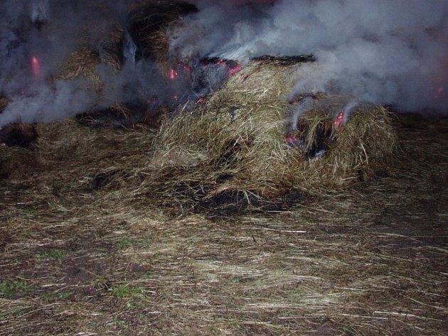 V Šašovicích hořelo uskladněné seno.