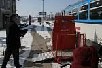 České dráhy rozšířily na Vysočině své služby pro handicapované cestující. V pátek předaly další dvě ruční zdvihací plošiny do stanic Okříšky a Horní Cerekev.