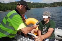 Kontrola plavidel na Dalešické přehradě