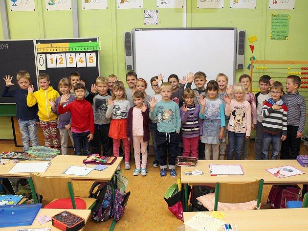 Na fotografii jsou prvňáčci ze ZŠ vRudíkově, třída paní učitelky Zdeňky Michálkové.  Příště představíme prvňáčky ze Základní školy vBudišově.