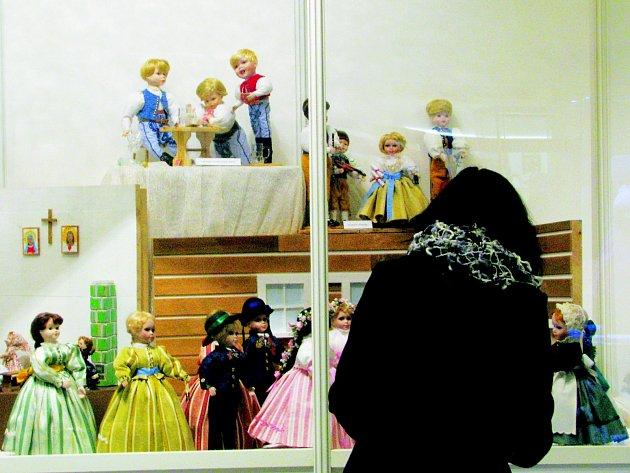 Výstava panenek v Muzeu Vysočiny Třebíč.