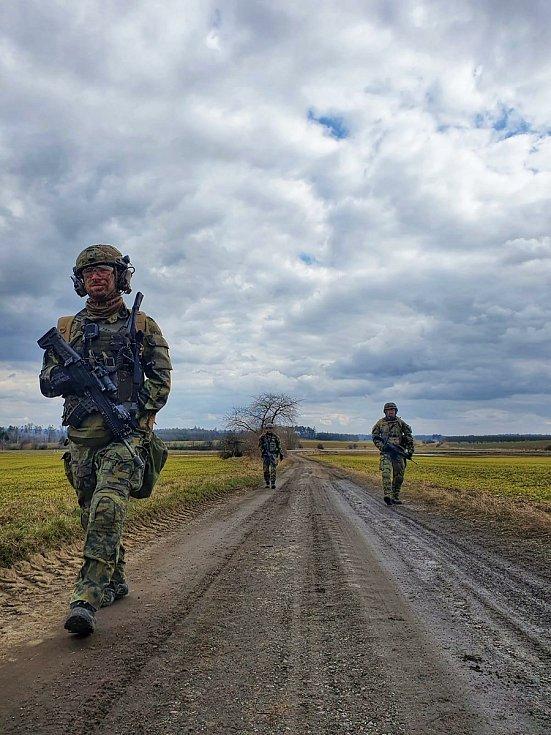Patrolovací činnost při cvičení.