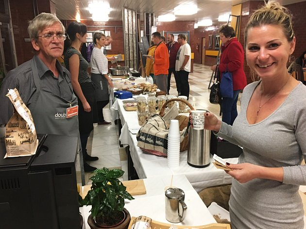 U Vrátek zaměstnanci nakupují jejich vyhlášený žitný chléb, lahodnou kávu a výborné koláče a buchty. Foto: Jana Štefánková