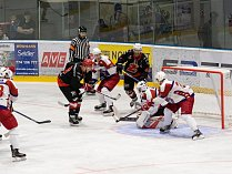 Naprosto odlišně si v 10. kole II. ligy vedli hokejisté Žďáru (v černém) a Havlíčkova Brodu (v bílém).