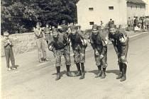 Historická fotografie z Běhu o Barchan.