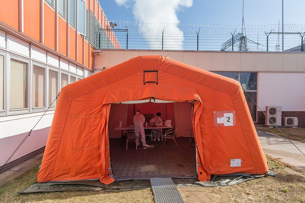 Testování zaměstnanců Jaderné elektrárny Dukovany na covid.