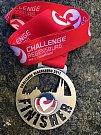 Medaile ze závodu.