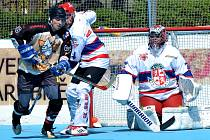Do nového ročníku druhé ligy vstoupili hokejbalisté Slzy Okříšky (ve žlutočerném) na jedničku s hvězdičkou. Jihlavu doma zdolali jednoznačně 4:0.