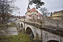 Oprava mostu v Náměšti nad Oslavou.