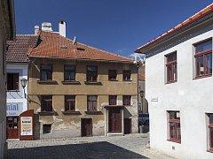 Dům na rohu ulice Leopolda Pokorného  v Třebíči je novou kulturní památkou.