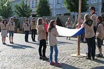 Akci k oslavám sto let českého skautingu uspořádali o víkendu na Karlově náměstí v Třebíči skauti z tamního střediska Srdíčko.