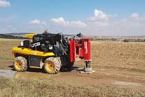 Stroj, se kterým geologové v září 2018 prováděli výzkum v lokalitě Na Skalním.