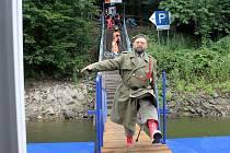 Na Dalešické přehradě získala jubilejní návštěvnice doživotní volnou plavenku a další drobné dárky. S ostatními pasažéry byla svědkem vpádu zákeřného piráta na palubu.