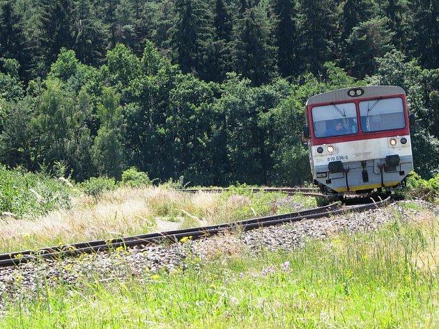 Po trati Moravské Budějovice Jemnice jezdí přes léto tři páry víkendových vlaků.
