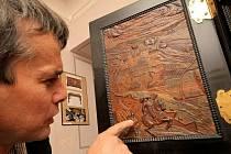 Zámek v Jaroměřicích nad Rokytnou stále láká turisty k návštěvě. Nyní výstavou Štafířství a intarzie, která přibližuje staré řemeslné techniky, jež měly zakrýt nedokonalosti a dodat materiálu exkluzivnější vzhled.
