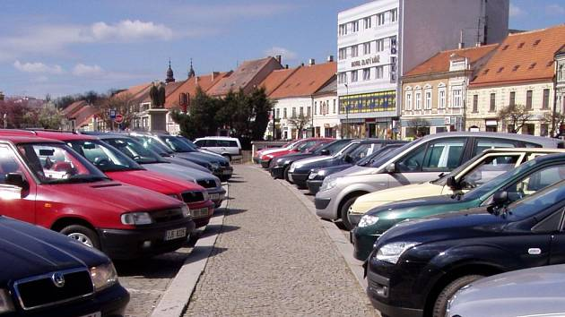 Zaparkovat v centru Třebíče se dá. Ale jen za peníze.