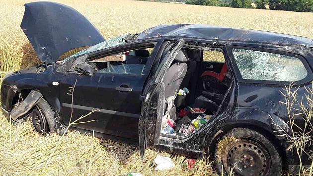 Při nehodě u Jemnice se zranila řidička a malé dítě