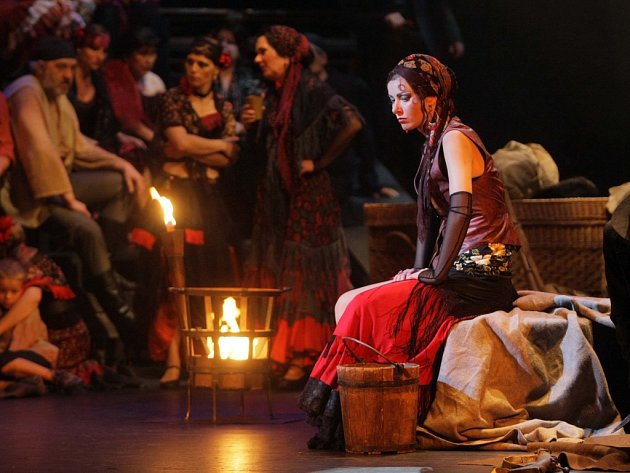 Operu Carmen v režii Michaela Taranta, který režíroval i Open Air Opera Carmen, uvádí Moravské divadlo Olomouc, z jehož představení pochází i snímek.