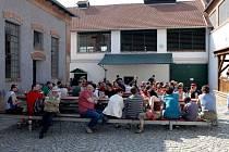 Vystoupení skupiny Třeshusk zahájilo letošní pivovarskou sezona v Dalešicích.