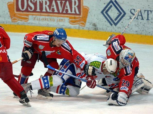 Bitva. Takhle zápasí čerstvá posila třebíčských hokejistů.