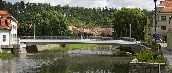 Na vizualizaci je vidět nová podoba Podklášterského mostu. Starý by se měl začít bourat vkvětnu příštího roku. Nový bude stát do konce roku 2016.